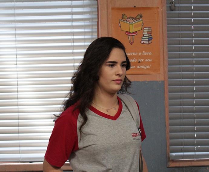 Júlia assume culpa para proteger amigos (Foto: Thaís Dias/Gshow)