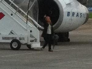 Mãe da acrobata catarinense embarcou para os Estados Unidos nesta terça (Foto: Rejane Gambim /Divulgação)