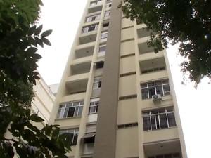 Condomínio Professor Sabino Silva, que teve a garagem interditada, em Salvador (Foto: Imagem/TV Bahia)