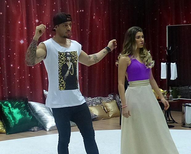 Lucas ensaia foxtrote e relembra funk: 'Saudade' (Foto: Domingão do Faustão/ TV Globo)