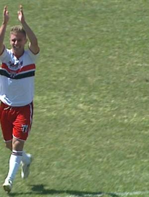 Alemão comemora o primeiro gol como profissional (Foto: Reprodução/EPTV)