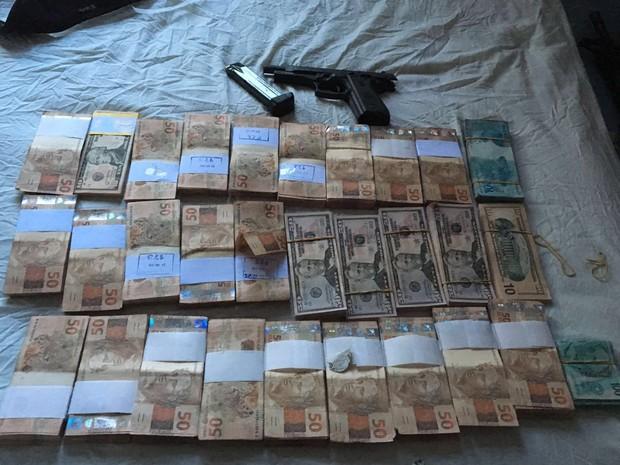Parte do dinheiro foi recuperado pelas polícias durante a operação (Foto: Divulgação/Polícia Militar)