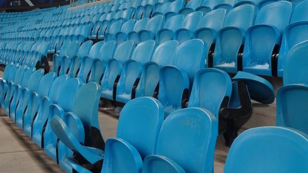 Torcida quebra cadeiras na Arena do Grêmio (Foto: Hector Werlang/Globoesporte.com)