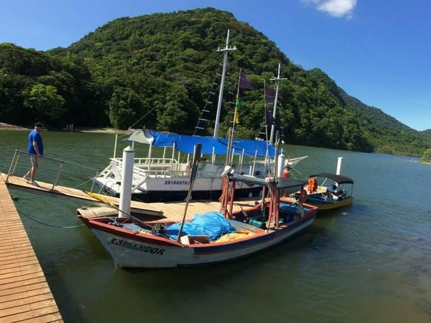 Porto do Rio Guaraú, onde saem os barcos de passeio (Foto: Orion Pires/G1)
