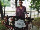 Jornalista cria 'food bike' para vender brigadeiros: 'Sem gourmetização'