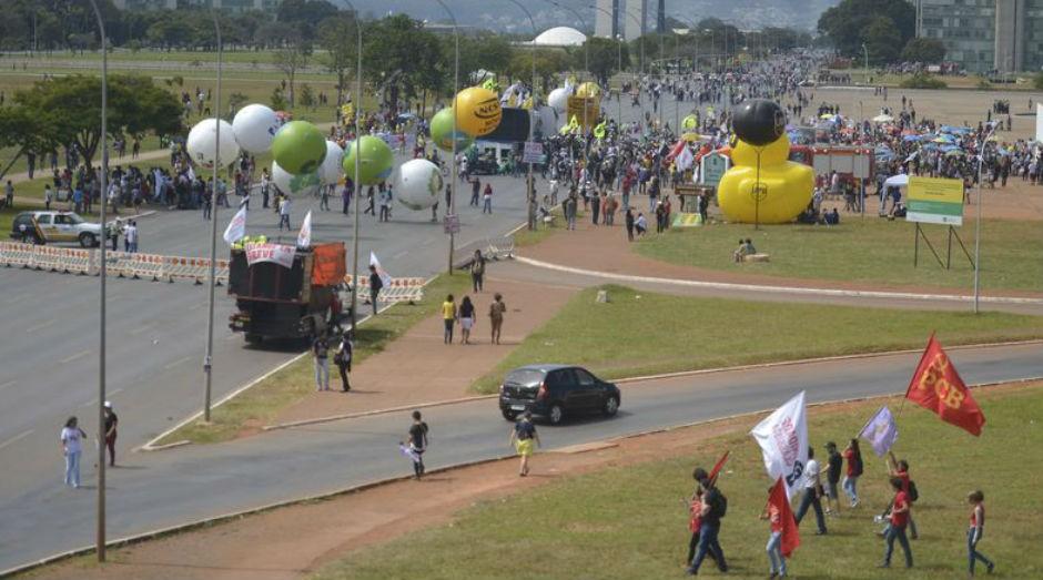 Ministro disse que as pessoas não estão deixando de ir ao trabalho, mas milhares estão sendo obstruídas por grupos de 15 a 20 pessoas de sindicatos e centrais sindicais (Foto: Marcello Casal Jr/Agência Brasil)