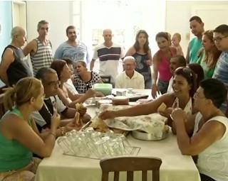 Família de Paraíba do Sul se alegra ao reencontrar irmão que não via há 50 anos (Foto: Reprodução RJTV 2ª Edição)