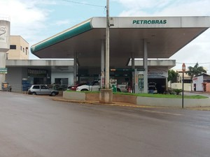 Posto de combustível foi alvo de criminosos em Cacoal (Foto: Fernanda Bonilha/ G1)