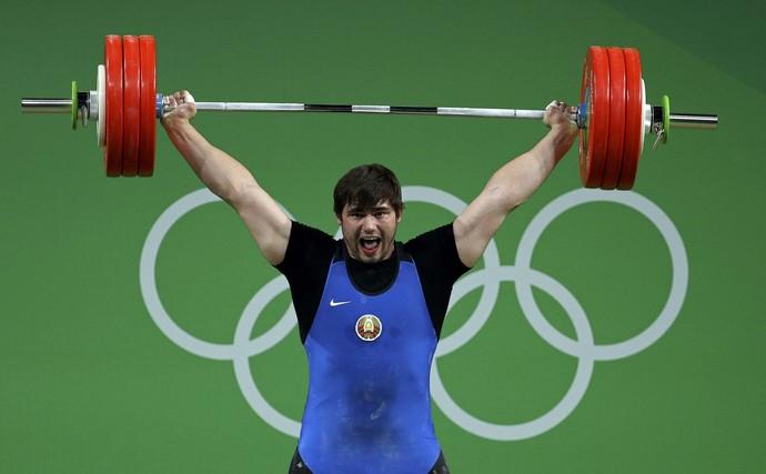 Aliaksei Mzhachyk, atleta do Belarus no levantamento de peso (Foto: Reuters)