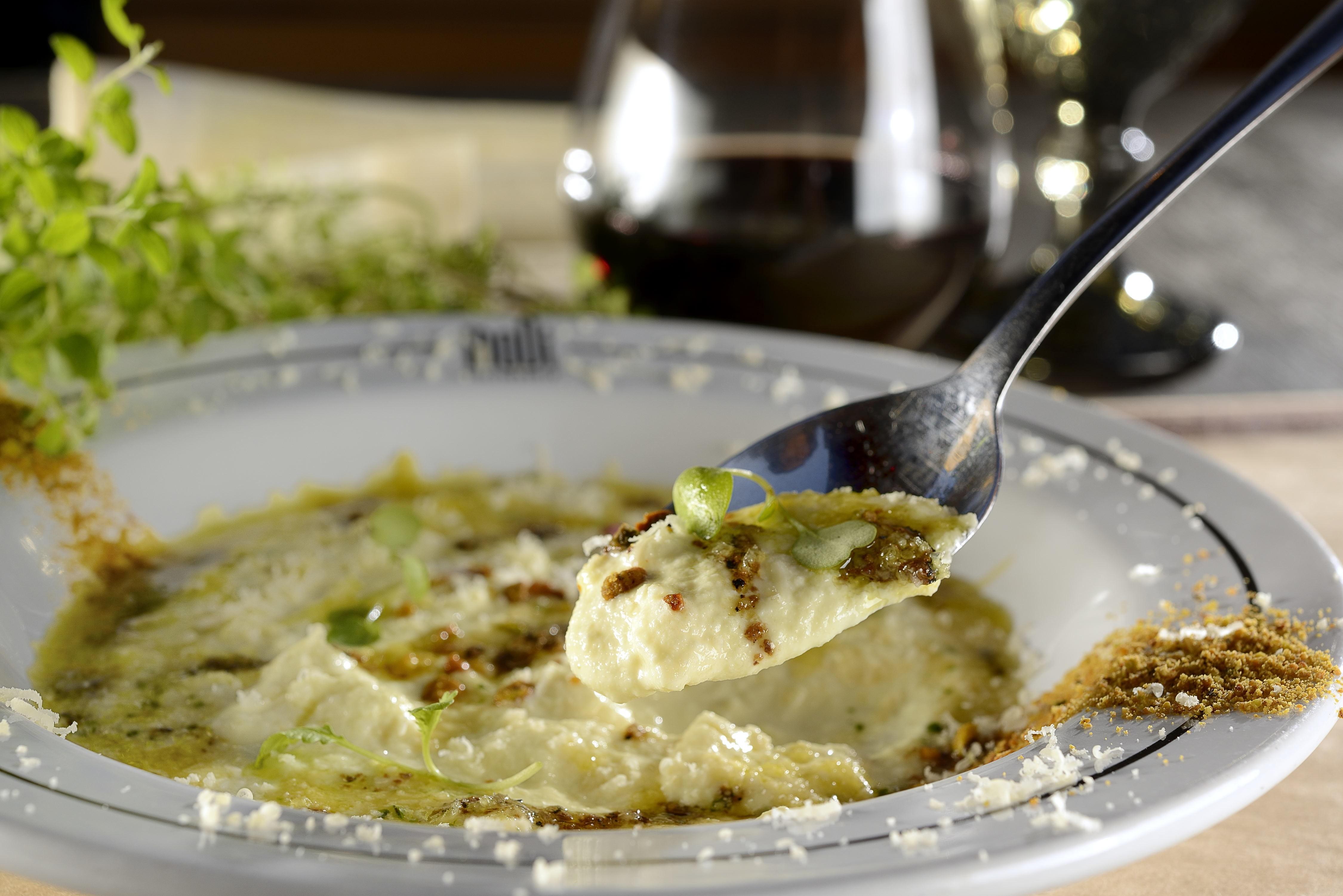 O creme de pupunha orgânico com pistache e grana padano do chef Diogo Silveira (Foto: Divulgação)