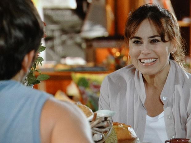 Natália aceita a ajuda de Juliano (Foto: Flor do Caribe / TV Globo)
