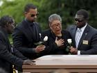 Charleston realiza primeiros funerais depois de chacina em igreja