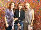 Passeio em família! Angélica leva Renata Sorrah e Deborah Evelyn à exposição