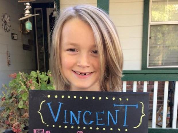 Vinny Desautels deixou o cabelo crescer durante dois anos antes de doar os fios para confecção de perucas para pacientes com câncer (Foto: Reprodução/GoFundMe)