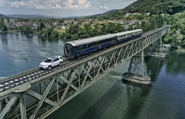 Land Rover Discovery Sport consegue puxar trem de 108 toneladas (Foto: Divulgação)