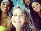 Bruna Marquezine tira foto com colegas de elenco de 'Salve Jorge'