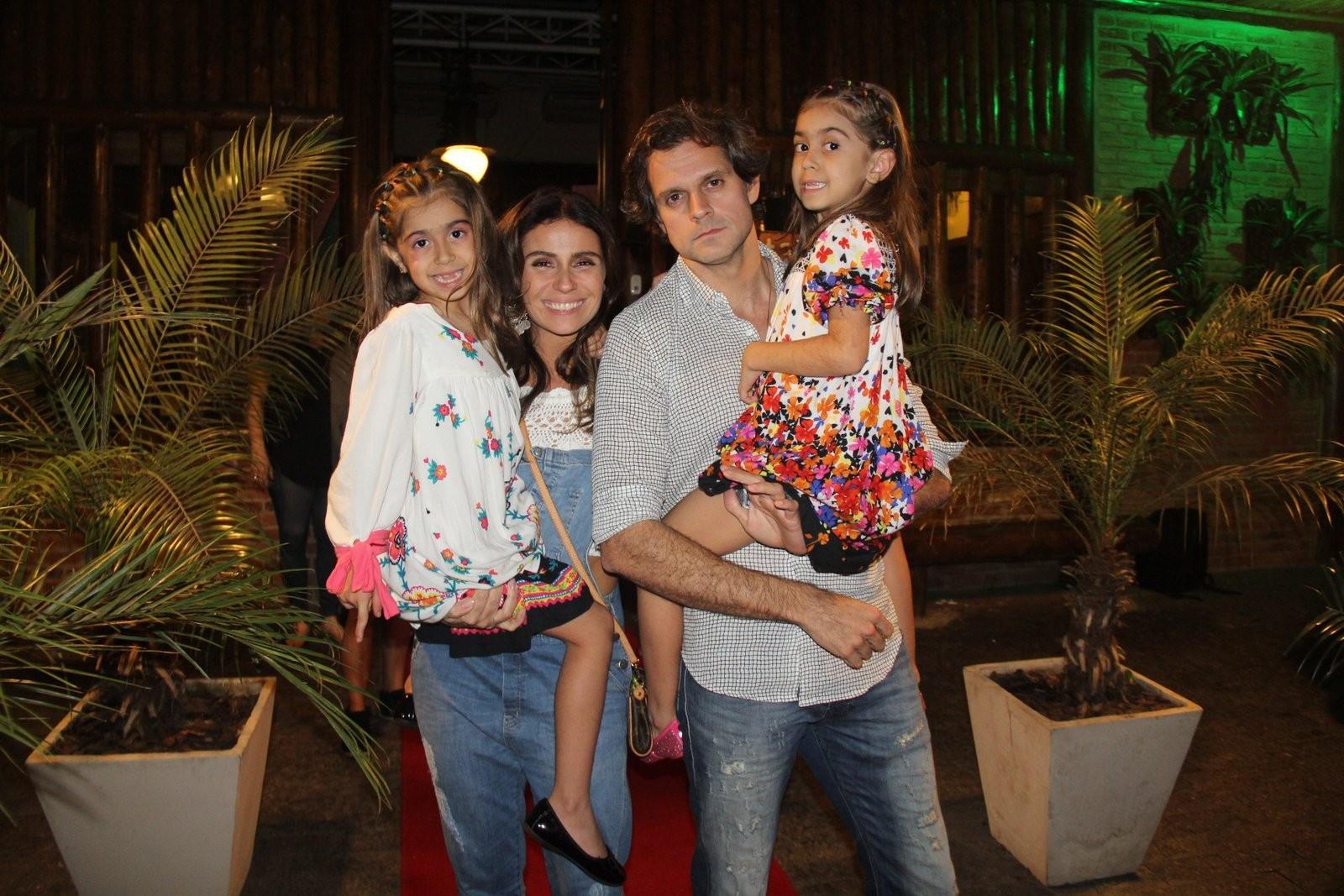 Giovanna Antonelli com o marido e as filhas (Foto: AgNews)