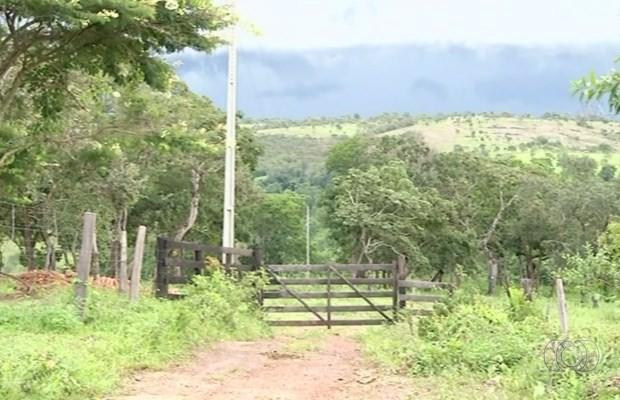 Pai e filho são suspeitos de assaltar fazendas em Luziânia, Goiás (Foto: Reprodução/ TV Anhanguera)