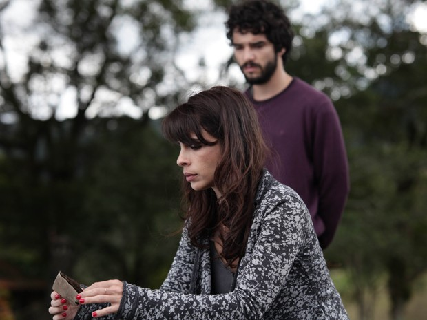 Maria Ribeiro e Caio Blat em 'Entre nós' (Foto: Divulgação)
