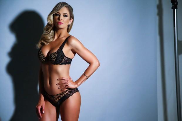 Vc Viu Sem photoshop! Ticiane Pinheiro posa de lingerie em ensaio ... de5258f10e8