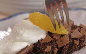 Aprenda a fazer um bolo suflê de chocolate