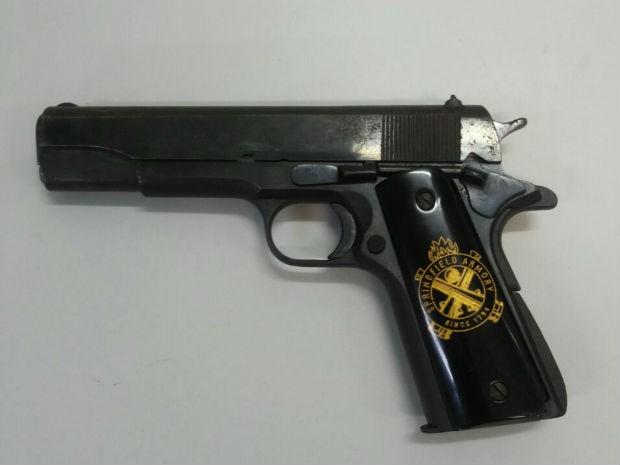 Pistola de uso restrito encontrada na casa do empresário José Carlos Daher no Lago Sul, no DF (Foto: Polícia Civil/Divulgação)