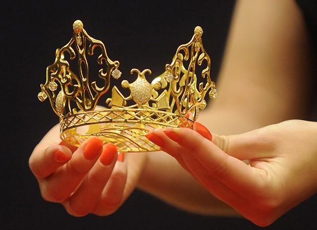 A tiara de VIctoria Beckham (Foto: Getty Images)