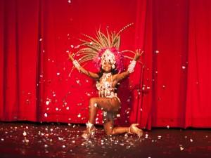 Making of: ensaio fotográfico com Nadege Delduque, musa da escola de samba Acadêmicos do Tucuruvi, para o Carnaval de 2014, no Teatro Gazeta, na Avenida Paulista (Foto: Fábio Tito/G1)