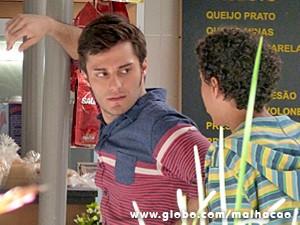 Martin fica bolado ao achar que Paulino está falando de Micaela (Foto: Malhação / TV Globo)