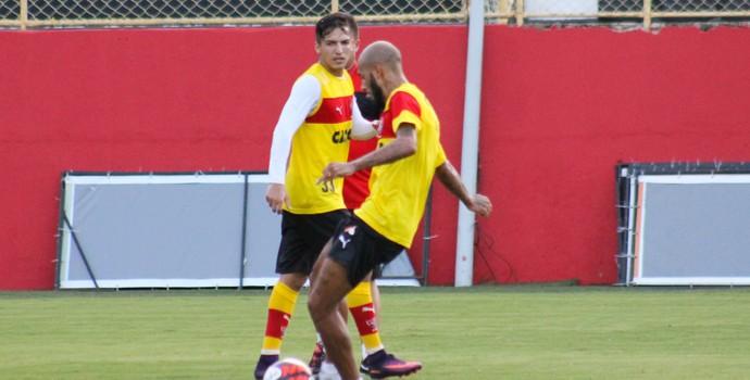 Paulinho e Euller em treino do Vitória (Foto  Maurícia da Matta   Divulgação   f18ee4ddb81f4