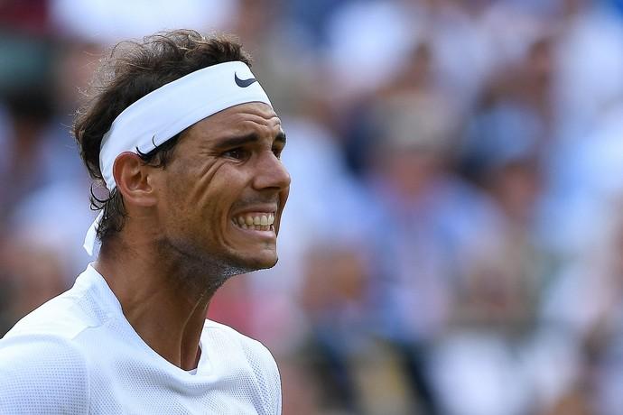 Nadal lamenta derrota em Wimbledon (Foto: GLYN KIRK / AFP)