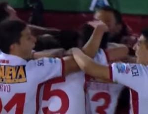 BLOG: Huracán vence rival e líder San Lorenzo após cinco anos com golaço e expulsões