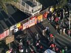 Servidores da UFMG fazem manifestação na Pampulha, em BH