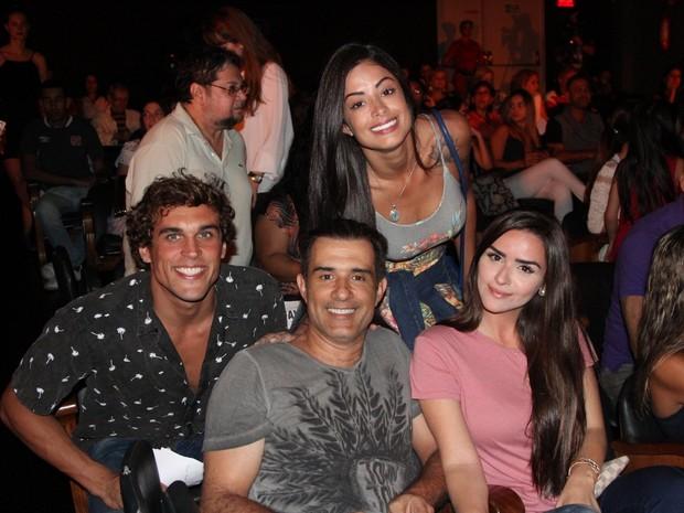 Felipe Roque, Marcos Pasquim, Aline Riscado e  Aline Fernandez em espetáculo na Zona Oeste do Rio (Foto: Rogerio Fidalgo/ Ag. News)