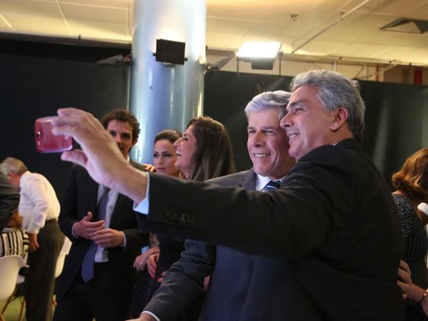 José Mayer e Hugo Esteves também tiraram selfie (Foto: Carol Caminha/ Gshow)