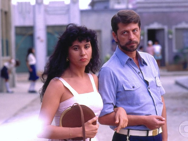 Laura (Cláudia Alencar) e Dário (Flávio Galvão) em Tieta