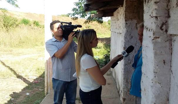 Denise Freitas visitou o município de Castelo para conversar com as jovens e seus familiares  (Foto: TV Clube)