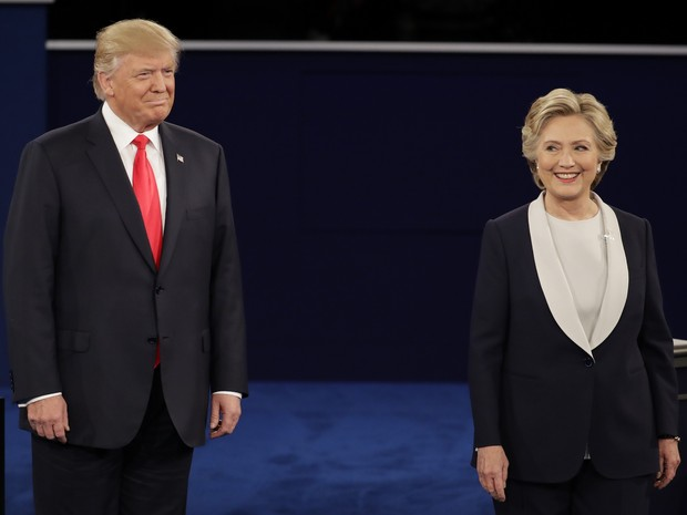 Donald Trump e Hillary Clinton chegam para o 2º debate em universidade do Missouri (Foto: Julio Cortez/AP Photo)