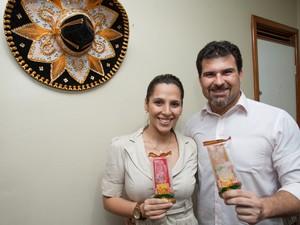 Priscila e Leonardo resolver fazer paletas depois de uma viagem ao México (Foto: Kleber Gonçalves/Agência Diário)