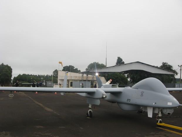 Drone da PF à frente e o da FAB atrás (Foto: Tahiane Stochero/G1)