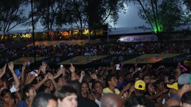 Dia fica claro, mas o público não cansa e permanece no Festival de Verão curtindo o som do Aviões do Forró. (Foto: João Franco/Divulgação)