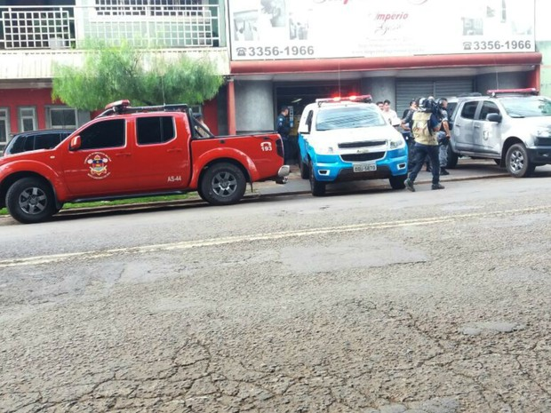 Homem atirou na cabeça da mulher e no próprio queixo, segundo a delegada (Foto: Nathália Rabelo/G1 MS)