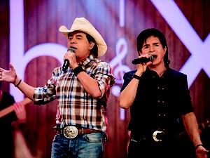Dupla sertaneja Chitãozinho e Xororó, que se apresenta neste domingo (18) em Americana, SP. (Foto: Cadu Fernandes)