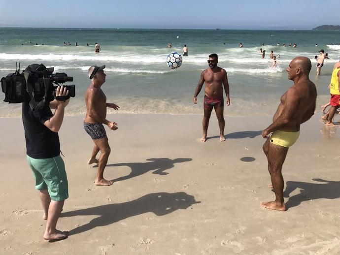 Quadro do Mistura 'Tiozão da Praia' sai em busca dos sarados que já passaram dos 40 (Foto: Mistura/RBS TV)