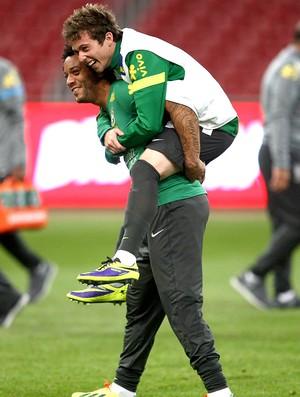 Bernard e Marcelo treino seleção na China (Foto: Mowa Press)