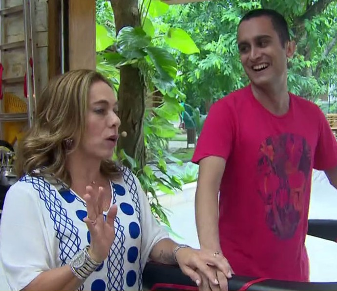 Ciça Guimarães fala sobre os exageros da Páscoa (Foto: TV Globo)