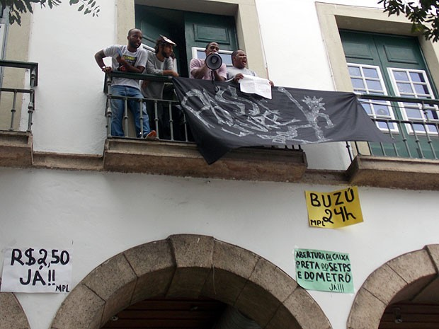 Manifestantes acampados na Câmara Municipal de Salvador, Bahia (Foto: Lílian Marques/ G1)
