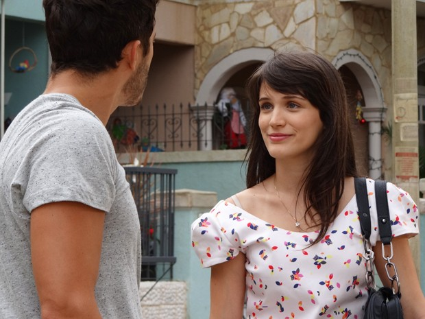 Carolina samba na cara de Zenon e deixa o ex sem graça (Foto: Guerra dos Sexos/TV Globo)