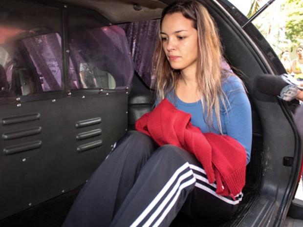 Juliana Cristina da Silva deixa o 89º D.P. para audiência de custódia no Fórum da Barra Funda (Foto: Luiz Cláudio Barbosa/Código 161/Estadão Conteúdo)