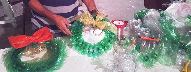 Emlur faz decoração de Natal com material reciclável na Paraíba (Foto: Divulgação/Secom-JP)